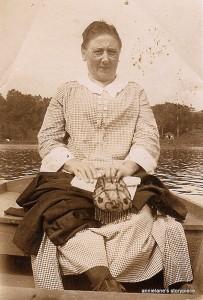 Aunt Annie Petersam Simon